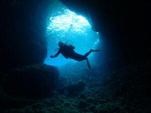 青の洞窟も今では…