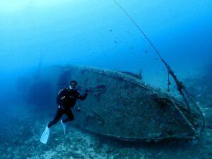 沖縄最大級の沈没船へ