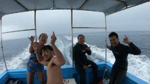 水納島でシュノーケル
